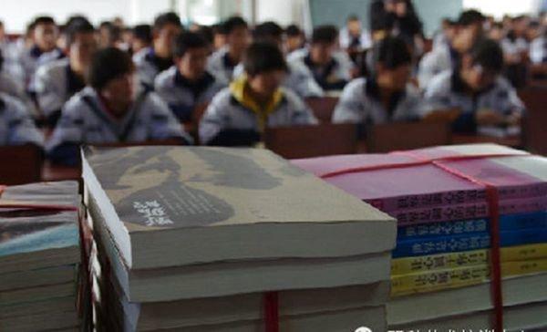 雪漠文化网向古浪三中捐赠图书 - 雪漠 -