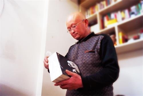河南魏自宽向研究院捐赠一套西部文史资料 - 雪漠 -