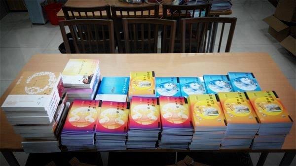 """和孩子们一起成长、一起飞翔—""""香巴爱心读书工程""""向深圳坪山实验学校捐书 - 雪漠 -"""